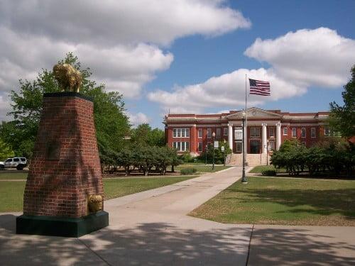 Oklahoma_Baptist_University_Campus_Oval_Bison_Monument_and_Shawnee_Hall
