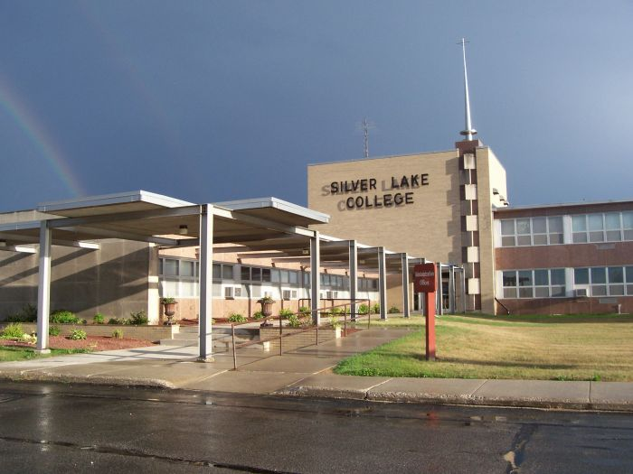 silver-lake-college-of-the-holy-family-small-catholic-college