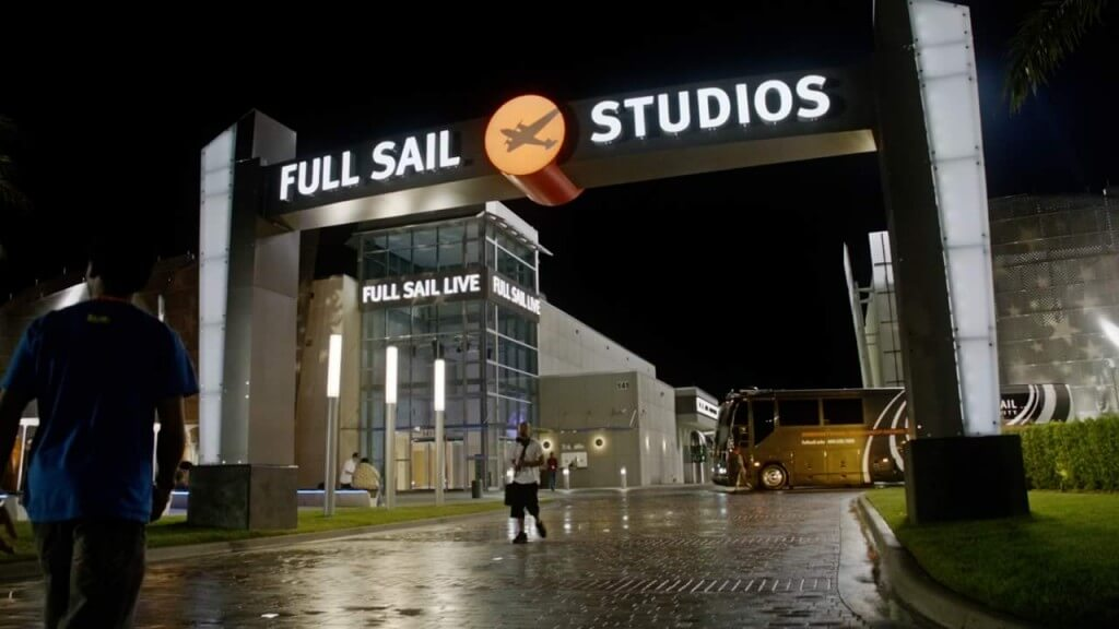 Full Sail University Best journalism online degree